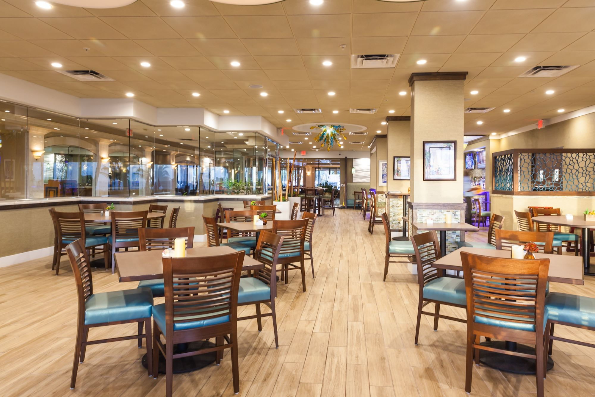 Cedar's Palace Restaurant and Bar at our Fort Lauderdale Hotel