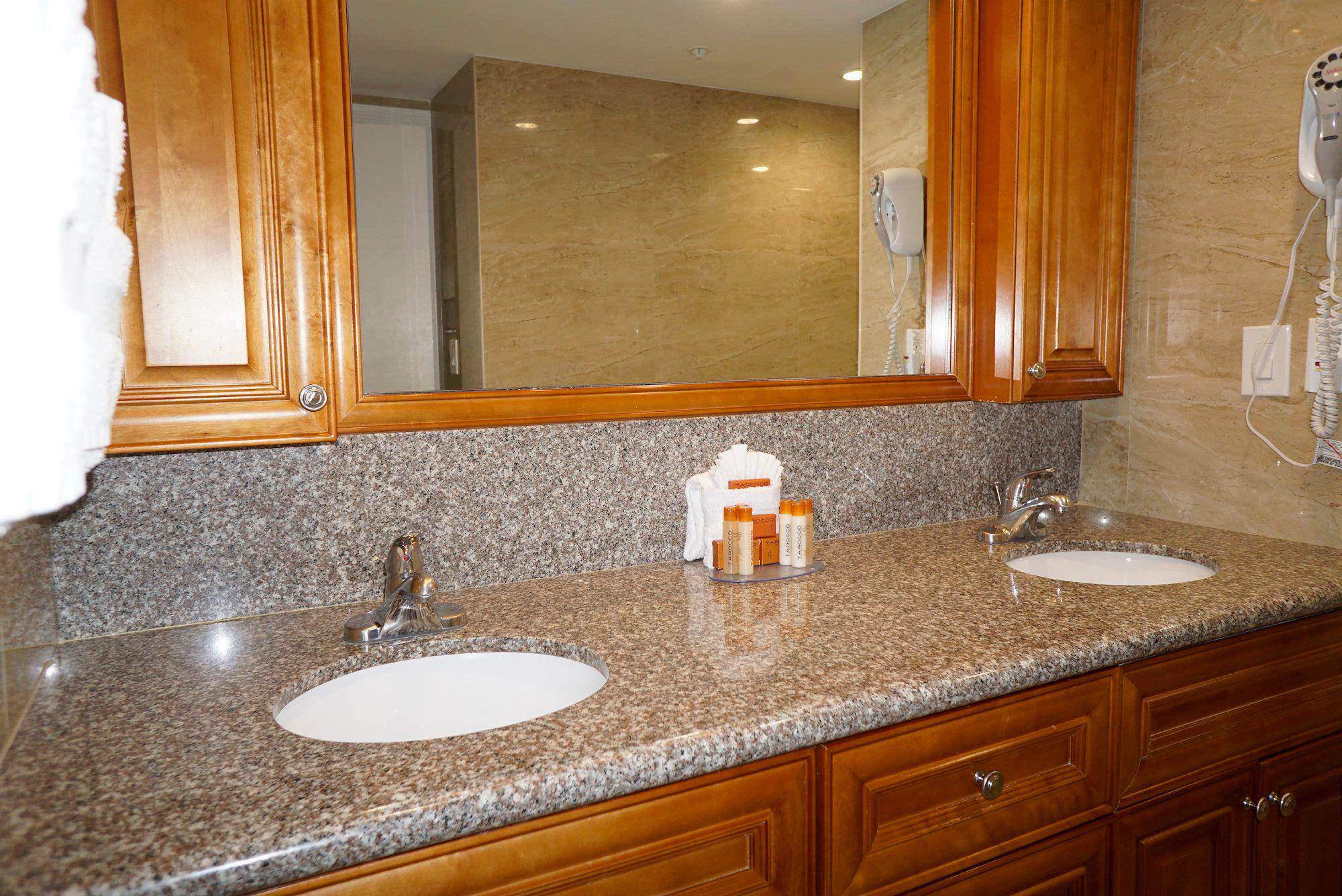 Ocean Sky Hotel- Suite Bathroom