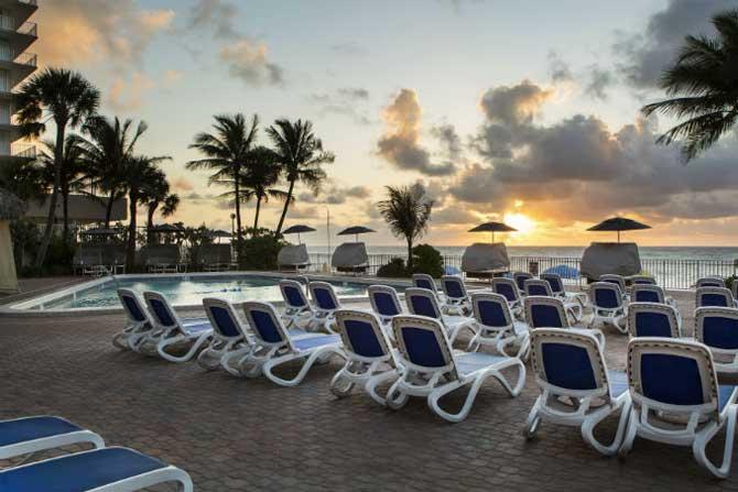beachfront ft lauderdale hotels ocean sky hotel and resort. Black Bedroom Furniture Sets. Home Design Ideas